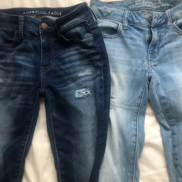 2 America Eagle ripped jeans